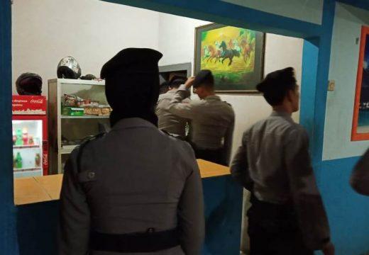 Polisi Sita Puluhan Miras di Sedan dan Kragan