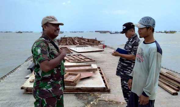 Tiga Kapal Milik Warga di Sarang Ditabrak Tongkang