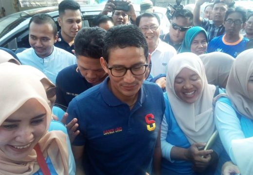 Kunjungi Pasar Rembang, Sandiaga Uno Borong Dumbeg