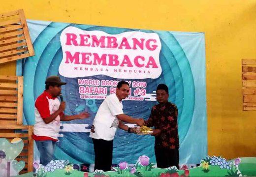Peringati Hari Buku, Komunitas Rembang Membaca Donasikan ratusan Buku