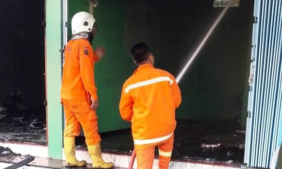 Sebuah Ruko Di Kawasan Masjid Lasem Habis Dilalap Api