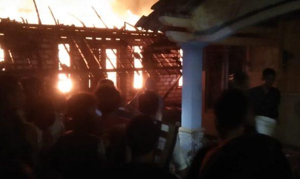 Ditinggal Menyiram Tembakau, Rumah Petani Terbakar
