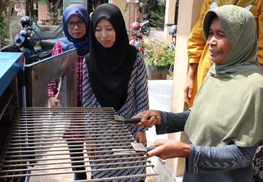 Desa Pesisir di Rembang Dikenalkan Teknologi Pengolah Ikan
