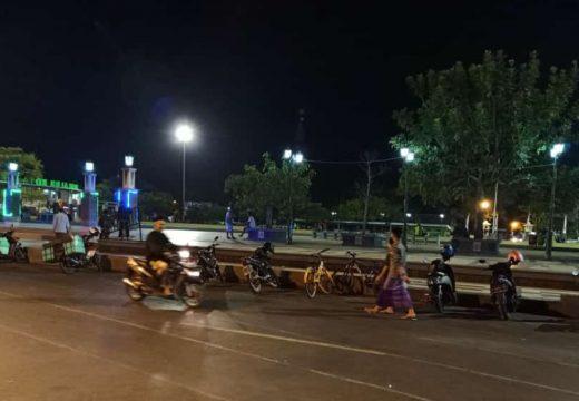 Malam Jumat Alun-alun Bersih dari PKL Undang Tanya