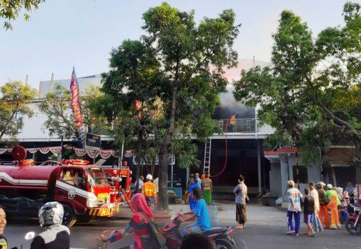 Pusat Perbelanjaan Pantes di Lasem Terbakar