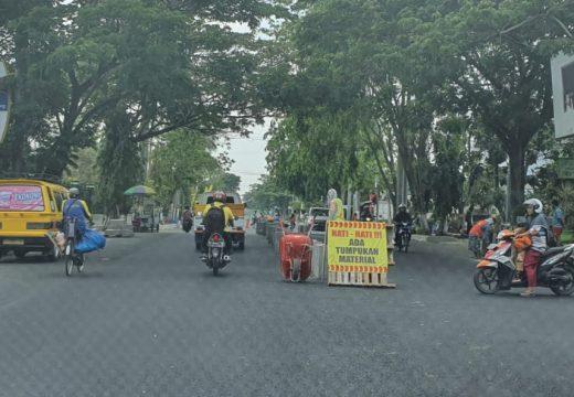 Warga Keluhkan Kendaraan Parkir Liar di Jalan Pemuda