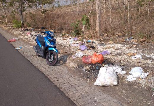 Sampah Bulu Ayam Di Jalur Pamotan-Gambiran di Keluhkan Warga