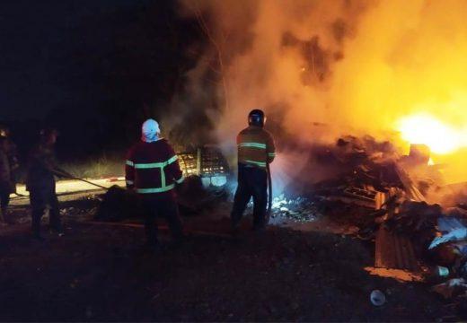 Gudang Rosok di Tuyuhan Ludes Terbakar