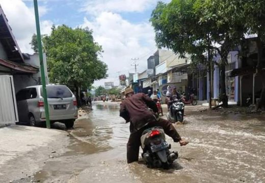 Soal Banjir Pertigaan Pandangan, DPRD Tuding Pemkab
