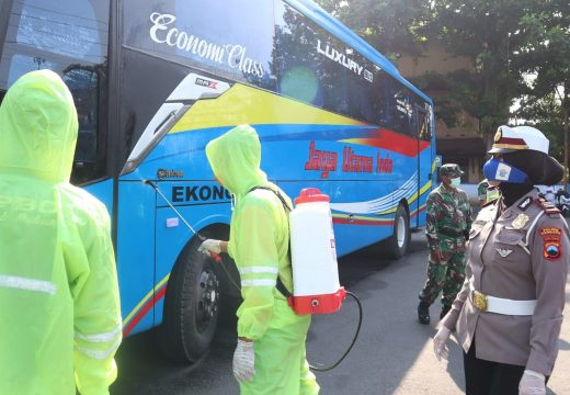 Tekan Penyebaran Covid-19, Bus yang Masuk Rembang Diperiksa Petugas