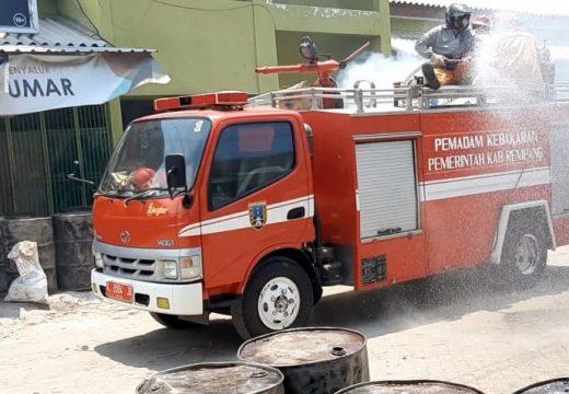 Mobil Damkar Ikut Dikerahkan Atasi Wabah Covid-19 di Rembang
