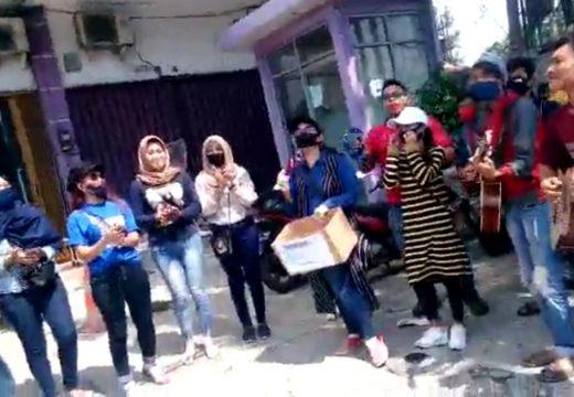 Puluhan Seniman Dangdut di Rembang Turun Jalan Galang Dana