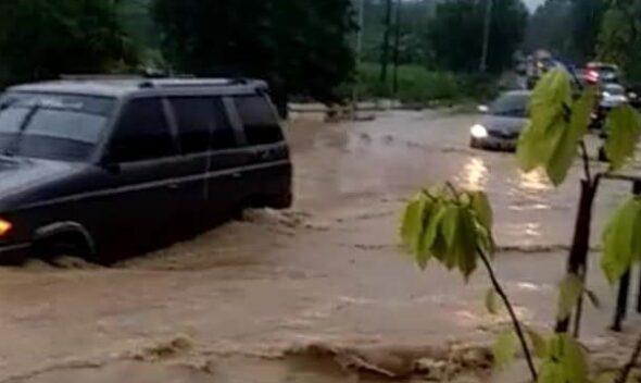 Diguyur Hujan Deras Sejumlah Lokasi di Rembang Banjir Hingga Tanggul Longsor