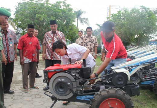 Traktor Bantuan Akan Ditarik Jika Ada Pungutan