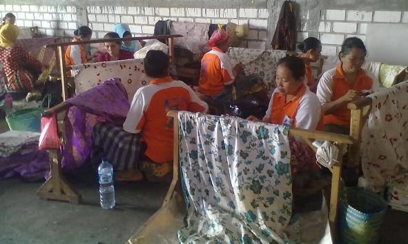 Tiga Perajin Batik Tulis Lasem Wakili Rembang di Inacraft