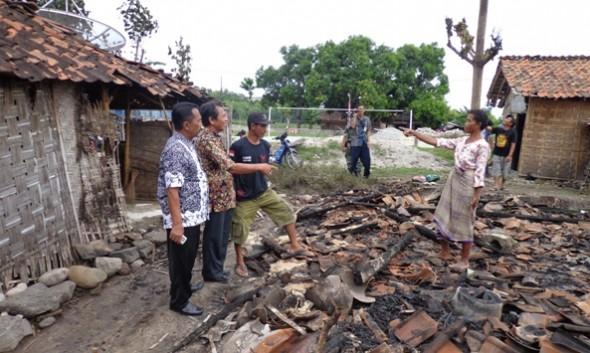 Kebakaran Ludeskan Tiga Rumah Keluarga Miskin Terjan