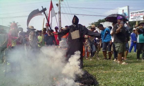 Nelayan Rembang Tuntut Mundur Menteri Susi