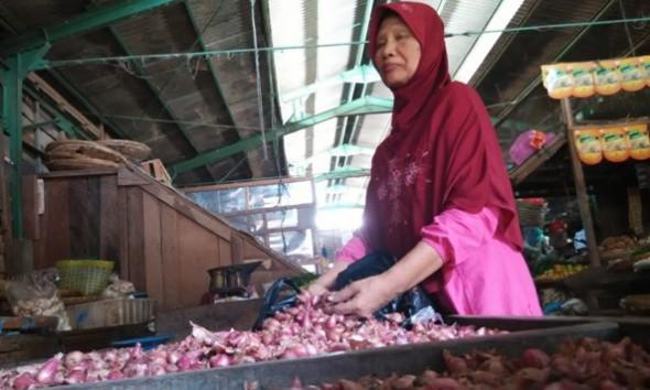 Cabe Rawit Terpuruk Bawang Merah Melambung di Rembang