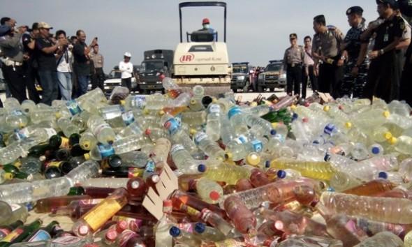 Ribuan Liter Miras Dimusnahkan Jelang Ramadan di Rembang