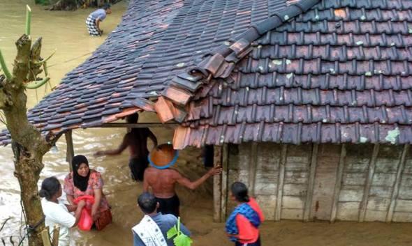 Sumber Selatan Dilanda Banjir, Puluhan Rumah Terendam
