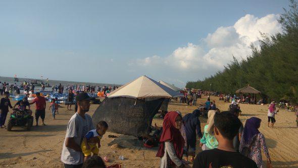 Pengelola Pantai Karangjahe Siapkan Kenyamanan Wisatawan Jelang Tahun Baru