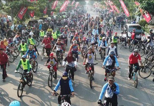 Komunitas Pesepeda Banjiri Jalan Pemuda Rembang