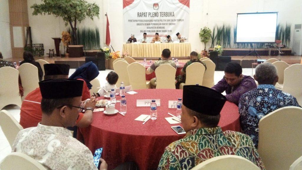 Komisi Pemilihan Umum (KPU) Kabupaten Rembang akhirnya menetapkan jumlah kursi dan Calon Anggota DPRD Terpilih untuk periode 2019-2024, di Auditorium Hotel Gajah Mada Rembang pada Sabtu (10/8/2019) pukul 10.30 waktu setempat. (Foto: mataairradio.com)