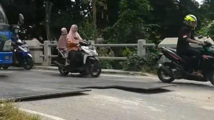 Kondisi Jembatan Sidorejo Sedan Retak Dikeluhkan Warga