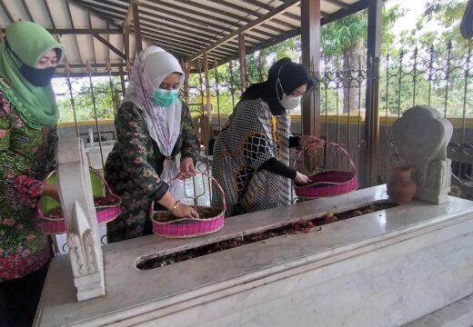 Istri Menag RI Ziarahi Makam Raden Ayu Kartini di Bulu