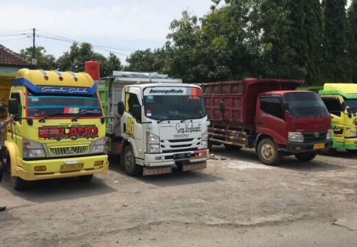 Belasan Truk yang Dipakai Blokade Jalan Tambang di Tahunan Dikandangkan Polisi